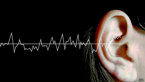 Una onda entra por el oído
