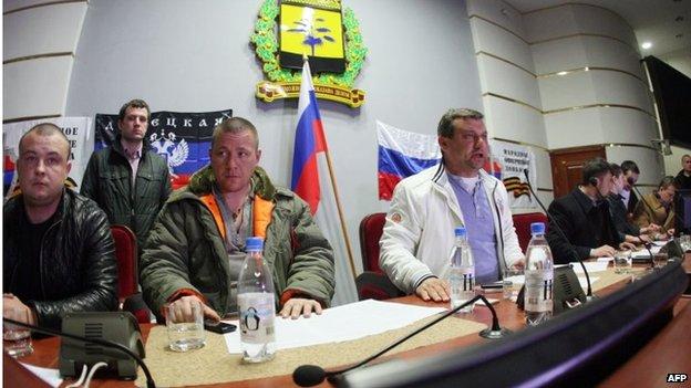 """在顿涅茨克,示威者呼吁俄国派遣""""维和部队""""保护他们"""