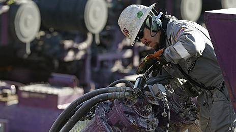 trabajador de un oleoducto