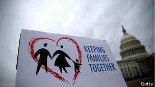 Cartel en contra de las deportaciones
