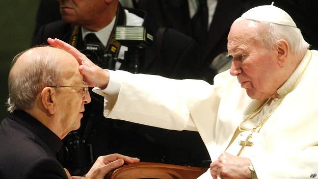 Juan Pablo II bendice a Marcial Maciel