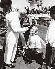 Juan Pablo II regaña a Ernesto Cardenal