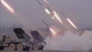 Российская артиллерия обстреливает позиции чеченских боевиков под Грозным (22 января 2000 г.)