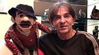 El comediante Johnny Welch y su muñeco de ventrílocuo.