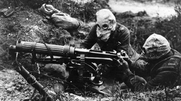 Soldados con máscaras antigás en la Primera Guerra Mundial