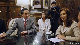 Wang Yi y Cristina Fernandez
