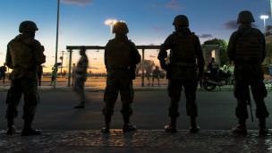Tropas brasileiras em Salvador, em 16 de abril (AFP)