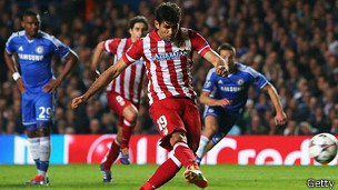 http://wscdn.bbc.co.uk/worldservice/assets/images/2014/04/30/140430204652_atletico_chelsea_april30_london_304x171_getty.jpg