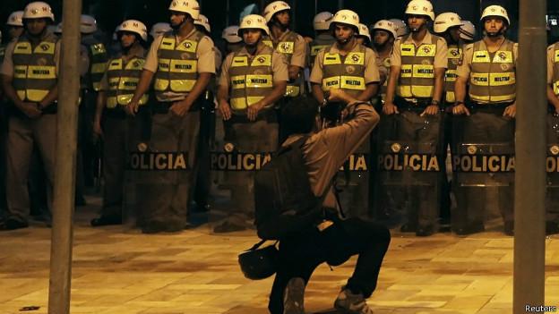 Policiais (Reuters)