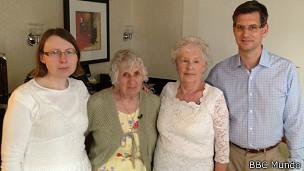 Ann y Elisabeth con sus respectivos hijos
