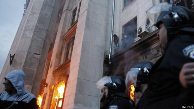 Ucrânia tem dezenas de mortos em dia de ofensiva militar e confrontos