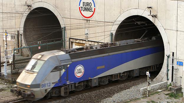 Поезд, выезжающий из Евротоннеля