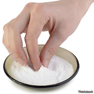 Sirviéndose sal