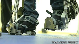 Pie caminando con el exoesqueleto Foto cortesía Walk Again Project
