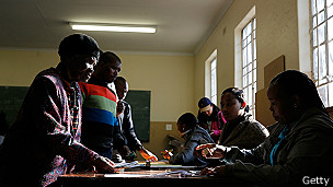 Votantes en Johannesburgo