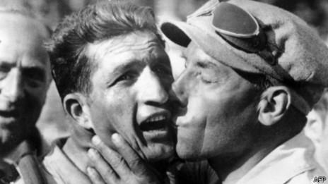 Barlati celebra tras haber ganado una etapa del Tour de Francia