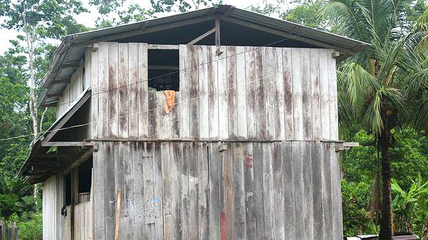 Casa de madera en Sani Isla