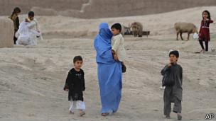 Talibán lanzó este lunes una ofensiva Cohetes cayeron sobre el aeropuerto de Kabul y sobre la base militar aérea estadounidense en Bagram