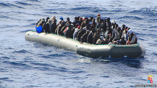 Inmigrantes al sureste de Lampedusa