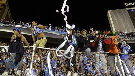 Seguidores del Bolívar celebran la victoria