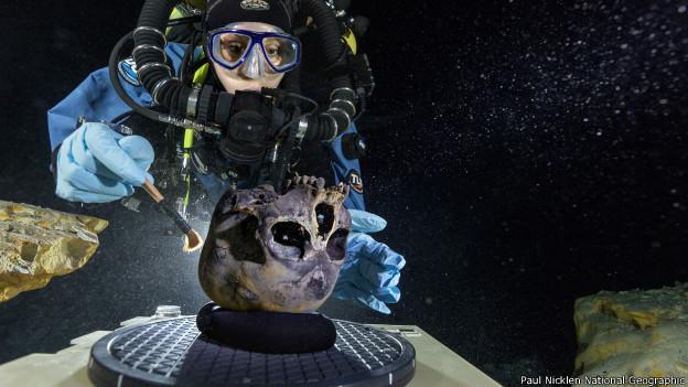 cráneo de Naia en la cueva