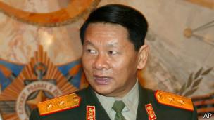 Министр обороны Нипат Тонглек