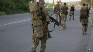 Putin ordena retirada de parte das tropas da fronteira com Ucrânia