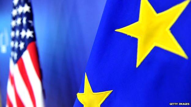 Banderas de Estados Unidos y de la Unión Europea