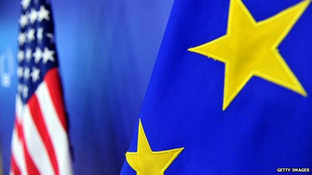 Bandeira dos EUA e da União Europeia (Getty)