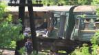 Пассажирский поезд, в который врезался грузовой