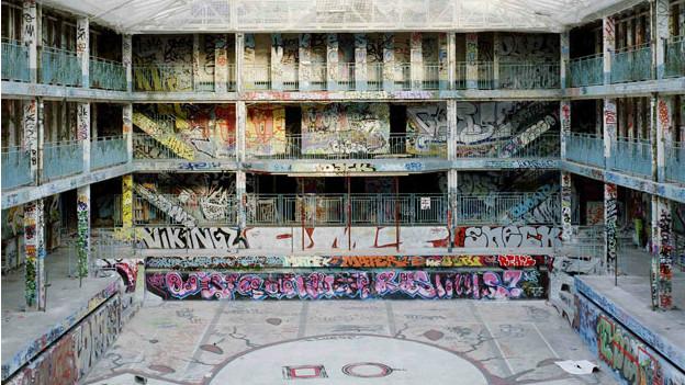 Molitor invadido por grafitis