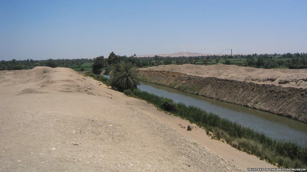 Esta fotografía muestra el canal en la entrada de El Fayún, donde el ataúd de Tjayesetimu fue encontrado.