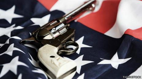 Arma y bandera estadounidense