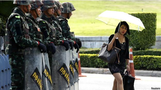 Таиланд: военные и жители Бангкока на улицах города