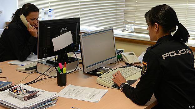 Oficiales de las redes sociales de la Policía española