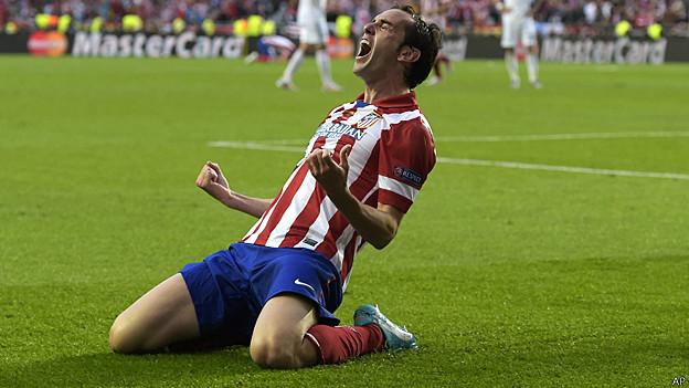 Diego Godín celebra su gol para Atlético Madrid