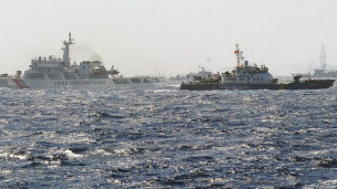中越船只在南海争议海域对峙