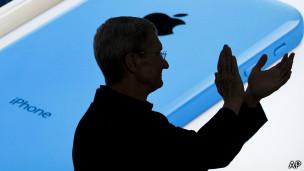 Симлуэт на фоне телефона Apple
