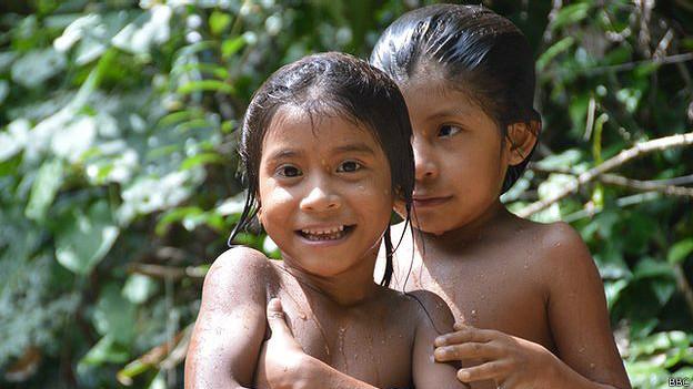 Niños de la tribu awá