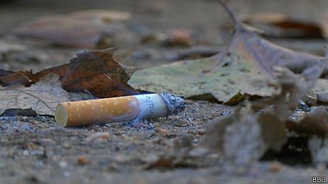 Cigarro en el suelo de Uruguay