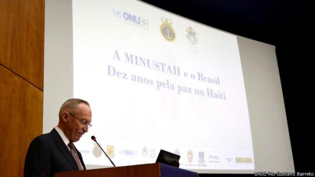 "Edmont Mulet no seminário ""Minustah e o Brasil: Dez anos pela paz no Haiti"". Foto: UNIC Rio/Gustavo Barreto"