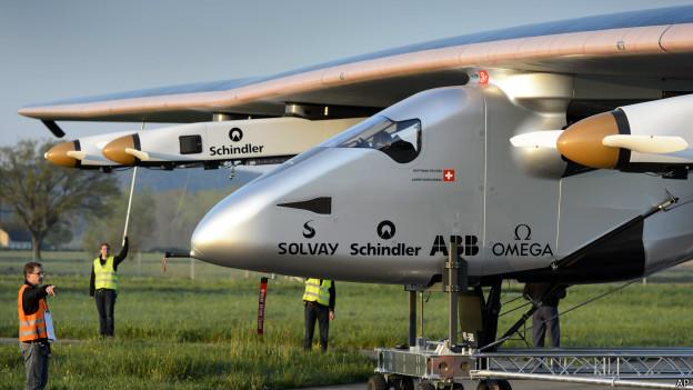 Самолёт на солнечных батареях