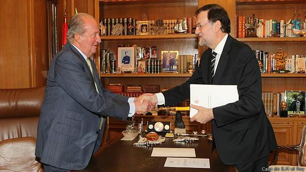 Rey Juan Carlos de España junto a Mariano Rajoy