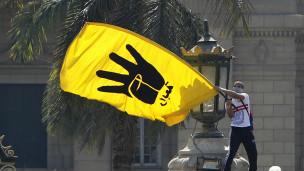 الشرق الأوسط - BBC Arabic - محكمة مصرية تقضي بالسجن المشدد على 20 من الإخوان المسلمين