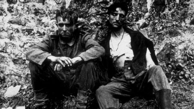 Soldados alemanes capturados tras el desembarco