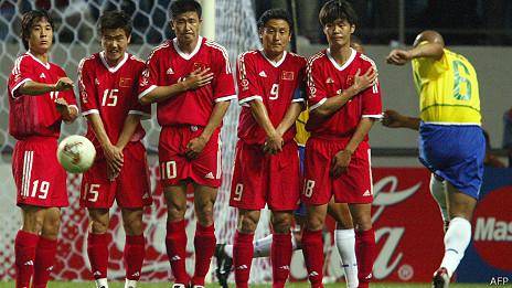 Gol de Roberto Carlos contra China en 2002