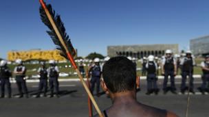 Protesto Indígena em Brasília (Reuters)