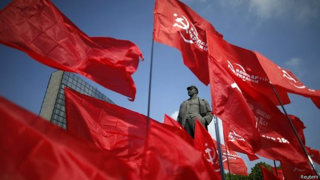 Красные флаги в Донецке