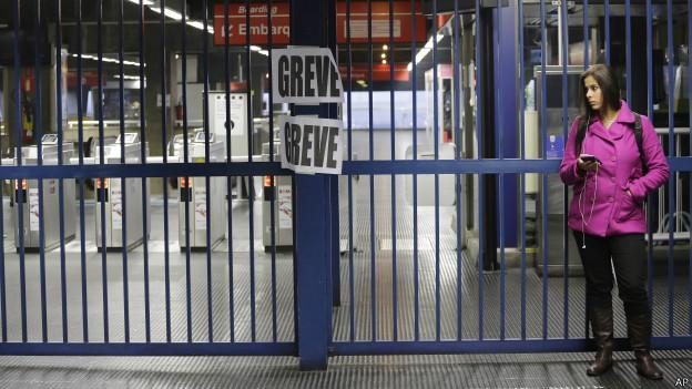 Estación de metro cerrada por huelga.