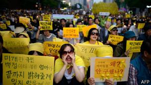 Protesta en Corea del Sur contra el gobierno tras el hundimiento del ferry